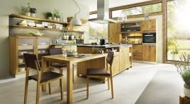 Moderní kuchyň s dřevěnou estetičností