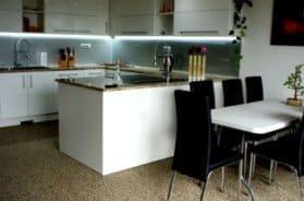 Kamenný koberec v kuchyni