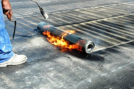 Kotvení asfaltového pásu plamenem