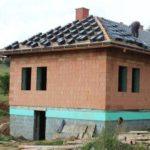 stavba ploché střechy vs. stavba šikmé střechy