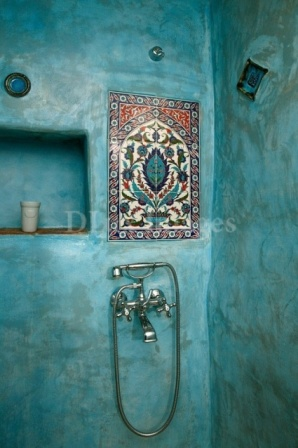 Důležité jsou detaily, které zde tvoří mozaika zasazená do stěny sprchového koutu