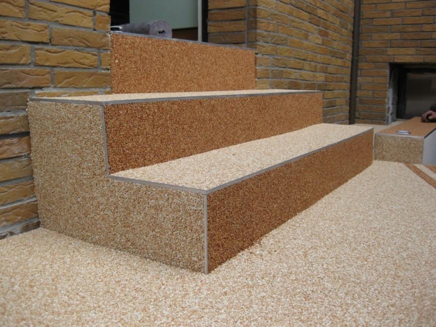 Schody z kamínkového koberce