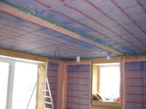 Kapilární rohože umístěné ve stěnách a stropech