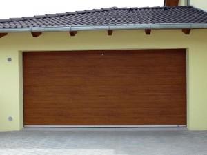 Sekční garážová vrata se hodí téměř ke každé garáži