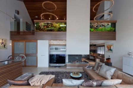 Akvárium lze také použít namísto dělící stěny či zábradlí