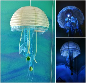 Lustr z vosího hnízda jako stylizovaná medúza