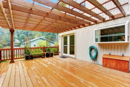 dřevěná pergola a dřevěná terasa svépomocí