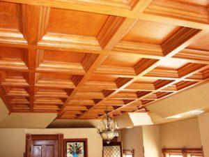 Dřevěný kazetový podhled s viditelnými předěly