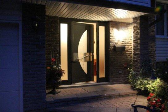 moderní dřevěné vchodové dveře