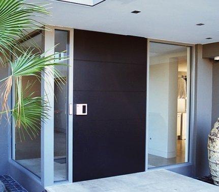 jak postavit dům vchodové dveře