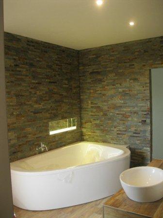 Kamenný obkladKamenný obklad v koupelně v koupelně