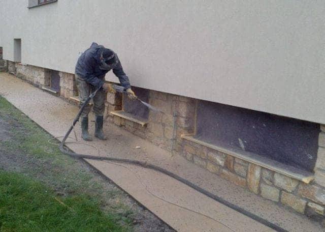 čištění fasády tryskáním