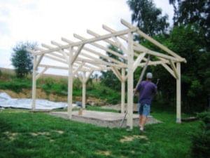 Stavba zahradní dřevěné pergoly svépomocí
