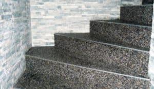 Kamenný koberec na schody