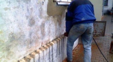 Sanace zdiva chemickou injektáží emulze do předvrtaných otvorů