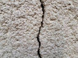 Jak opravit trhlinu a prasklinu ve zdi