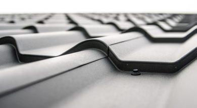 Plechová krytina je jeden z materiálů, který se nabízí pro zastřešení pergoly