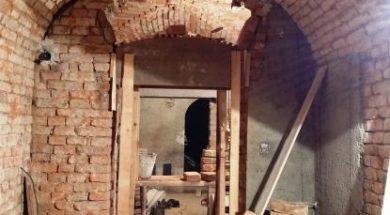 Omítníky použité pro omítnutí staré cihelné stěny v historickém objektu