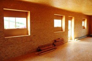 OSB desky lze využít pro opláštění stěn dřevostaveb