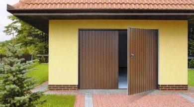 Dvoukřídlá garážová vrata se svislým vzorem