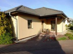 WPC desky lze využít pro stavbu terasy, ale i chodníků okolo domu a bazénu