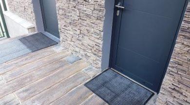 Moderní venkovní dveře jsou vybaveny celoobvodovým těsněním ve vyfrézované drážce