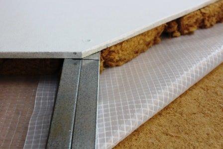 Parotěsná fólie z polyetylénu pod sádrokartonovou konstrukcí