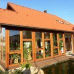 Plechová střecha je od střechy s keramickými taškami k nerozeznání