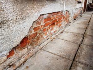 """Obvodové stěny je třeba """"podřezat"""" a odizolovat od vlhkosti"""