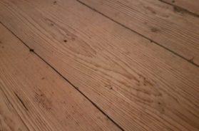 Dřevěná podlaha určená k rekonstrukci
