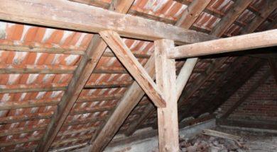 Střecha s dřevěným krovem a pálenou krytinou