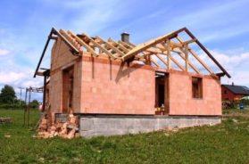 Stavba domu svépomocí