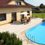 Bazénové příslušenství, bez kterého se zahradní bazén neobejde