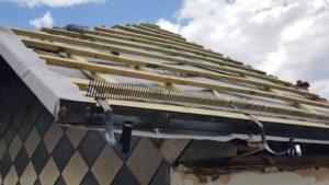 Dvouplášťová střecha - kontralatě, střešní latě, pojistná hydroizolace a mřížka proti ptactvu
