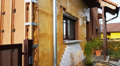 Zateplení fasády domu stříkanou PUR pěnou