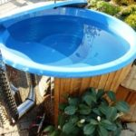 Jak udržet vodu v bazénu teplou? Pomůže vám solární plachta na bazén.