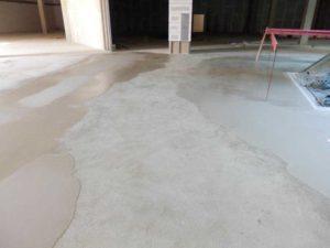 Vyrovnání betonové podlahy samonivelační stěrkou