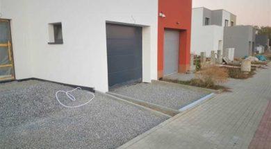 Stavba garáže na hranici pozemku vyžaduje souhlas souseda se stavbou