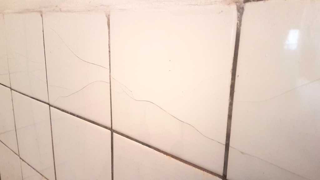 Prasklá dlažba - jak opravit prasklou dlažbu?