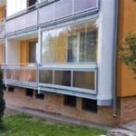 Bezrámové zasklení balkónu sníží tepelné ztráty a zvýší obytnou plochu bytu