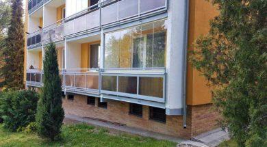 Bezrámové zasklení balkónu sníží tepelné ztráty a zvýší obytnou plochu bytu.