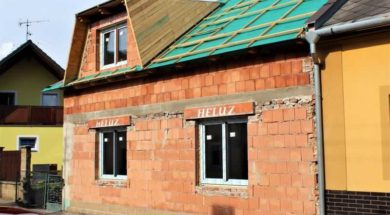 Výměna oken stojí přibližně 4 000 – 5 000 Kč/m² plochy okna.