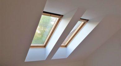 Střešní okna se pro osvětlení podkroví používají nejčastěji. Kromě světla dokážou přivést i čerstvý vzduch a nabídnou také výhled do okolí.