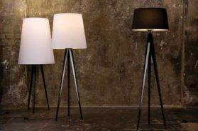 Stojací lampy v interiéru navozují příjemnou náladu