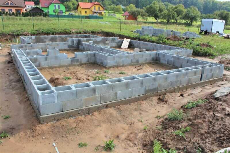 Hrubá stavba - základy domu ze ztraceného bednění