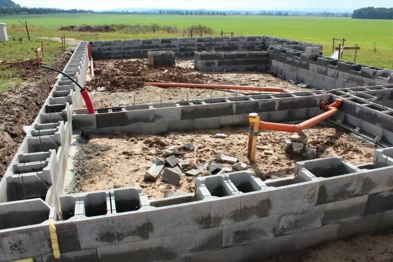 Základy domu lze zhotovit například ze ztraceného bednění.