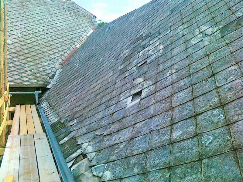 Součástí renovace eternitové střechy je také výměna poškozených šablon