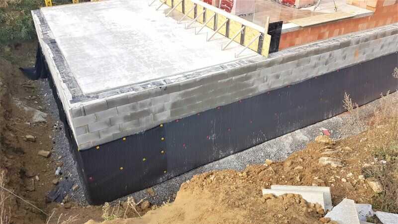 Šalovací tvárnice - stavba podzemního podlaží domu