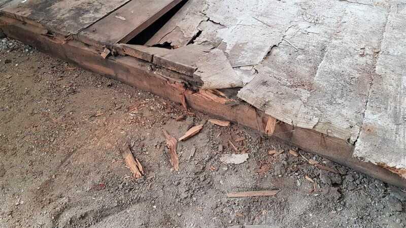 Rekonstrukce podlahy ve starém domě - vybourání stávající dřevěné podlahy