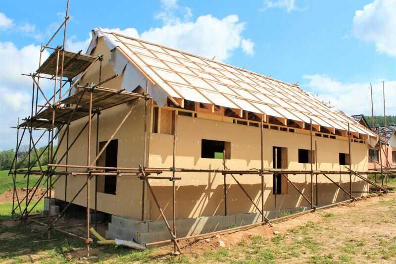 Montované stavebnicové domy se nejčastěji staví z KVH hranolů a OSB desek.